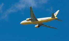 Le Brunei royal Boeing 777 en vol image stock