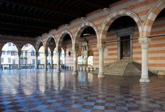 Le bungalow de Lionello, Loggia del Lionello Place principale d'Udine, Italie image stock