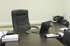 Le bureau de gestionnaire, ordinateur sur la table Images libres de droits