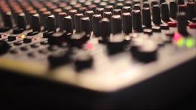 Le bureau de mélange au concert clips vidéos
