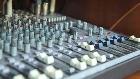 Le bureau de mélange au concert banque de vidéos