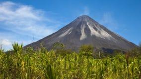 Le côté actif du volcan d'Arenal Images stock