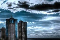 Le côté en noir des nuages Images stock