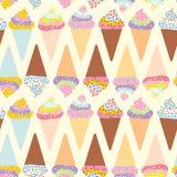 Le cône sans couture de gaufre de crème glacée de modèle, ensemble avec de la crème et arrose, des couleurs en pastel sur le fond Photographie stock