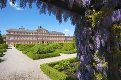 Le côté de jardin du château de résidence dans Rastatt image stock