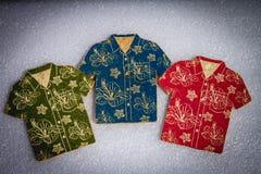 Le caboteur pour la chemise hawaïenne de plaisir imprime le style photo stock