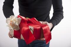 Le cadeau de valentines avec s'est levé Photos libres de droits