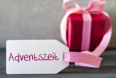 Le cadeau rose, label, Adventszeit signifie Advent Season Photo libre de droits