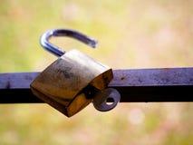 Le cadenas en bronze image stock