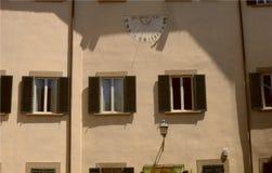 Le cadran solaire à Prato, Italie photos libres de droits
