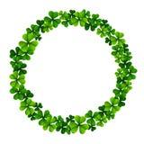 Le cadre de cercle avec le trèfle laisse pour le jour du ` s de St Patrick d'isolement sur le fond blanc Images stock