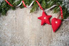 le cadre de fond enferme dans une boîte les bandes d'isolement d'or de cadeau de Noël blanches Photos stock