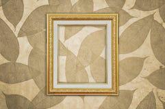 Le cadre de tableau d'or sur Brown part de la configuration Images libres de droits