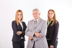Le cadre supérieur réussi avec deux collègues féminins Photo libre de droits