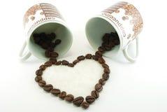 Le café a comme conséquence un coeur de deux cuvettes Image stock