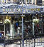 Le café de Betty dans Harrogate, North Yorkshire Image stock