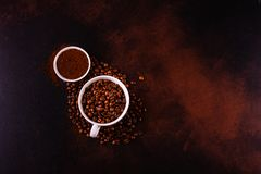 Le café de stimulation de matin avec des bonbons Il peut être utilisé comme fond photographie stock libre de droits