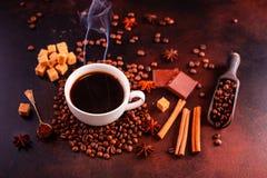 Le café de stimulation de matin avec des bonbons Il peut être utilisé comme fond photo stock