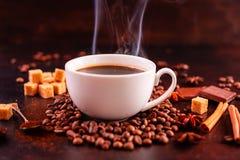 Le café de stimulation de matin avec des bonbons Il peut être utilisé comme fond photographie stock