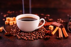 Le café de stimulation de matin avec des bonbons Il peut être utilisé comme fond photo libre de droits