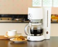 Le café effectuent et la machine de chaudière Images libres de droits