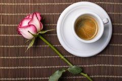 Le café et s'est levé photographie stock