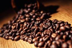 Le café, grains de café, a rôti le café, grains de café rôtis, coff Image libre de droits