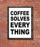 Le café résout tout écrit dans le cadre de tableau Images libres de droits