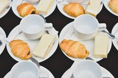 Le caf? boit la restauration, caf? chaud servi avec du pain, pause-caf? lors de la r?union de conf?rence pour le s?minaire photo stock