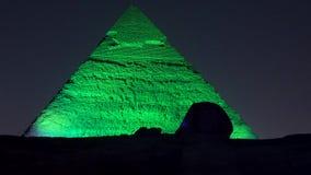 Le Caire, Egypte - 2019-05-03 - exposition de lumière de pyramide - le sphinx et la pyramide disparaissent foncés banque de vidéos