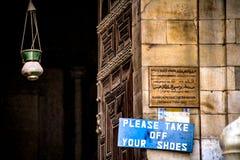 Le CAIRE, EGYPTE - novembre 2009 : Plan rapproché des signes à l'entrée à Sultan Hassan photo libre de droits