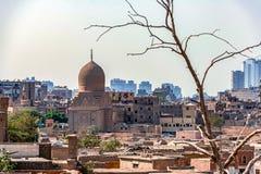 Le 18/11/2018 Caire, Egypte, vue du panorama du toit d'une ville morte photo stock