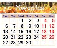 Le calendrier pour novembre 2017 avec le jaune part dans le parc Photographie stock