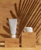 Le calibre de la conception A4 de couverture a placé avec le fond en bois, style différent moderne abstrait de couleur d'eco pour illustration de vecteur
