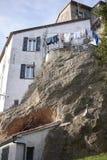 Le Camere costruiscono sulle rocce Fotografia Stock Libera da Diritti