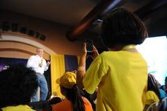 Le camice gialle. Fotografia Stock