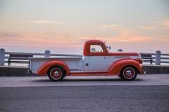 Le camion 1941 de Chevrolet se garant dans le bord de la mer en février, 1, 2016, Thaïlande Photographie stock