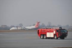 Le camion de pompiers de l'aéroport Photographie stock libre de droits