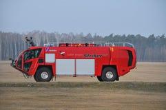 Le camion de pompiers de l'aéroport Photos libres de droits