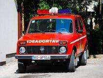 Le camion de pompiers est en service dans Kotor Photos stock