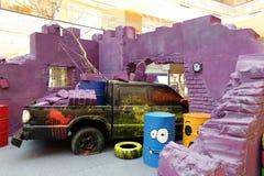Le camion pick-up a heurté la modélisation de mur Photo libre de droits