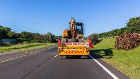 Le camion transporte la route d'Earth Work Machine d'excavatrice photo libre de droits