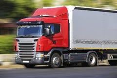 Le camion transporte le fret Images libres de droits