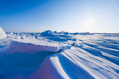 Le camp Barneo aux flocons de neige de modèle de cube en neige de plaine de neige de Pôle Nord raye Images stock