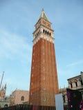 Le campanile de St Mark au crépuscule, Image stock