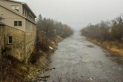 01 12 Le Canada 2018 Fergus, rivière d'Ottawa dans le brouillard image libre de droits