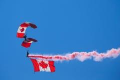 Le Canadien force l'équipe de parachute de Skyhawks Photographie stock libre de droits