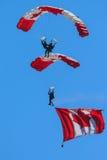 Le Canadien force l'équipe de parachute de Skyhawks Images libres de droits