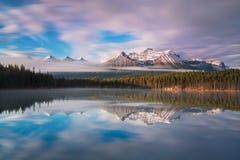 Le Canadien les Rocheuses ou le Canadien Rocky Mountains comportent le segment canadien de Rocky Mountains nord-américain Premièr photos libres de droits