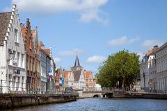 Le canal dans la partie centrale de Bruges Photo stock